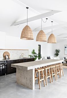 A relaxed palette and natural textures make The Pause - a luxurious, coastal holiday home by Soul Home - in Gerringong on the NSW South Coast the ideal holiday stay. Boho Kitchen, Kitchen Design, Kitchen Ideas, Kitchen Trends, Kitchen Decor, Furniture Decor, Furniture Design, Beach House Tour, Interiors Online