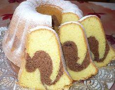 Utřeme žloutky s tukem, cukrem, vanilkovým cukrem a kůrou do pěny. Špetku soli zamícháme do mouky. Pak přidáváme střídavě po trochách mouku s... Sweet Recipes, Snack Recipes, Cooking Recipes, Snacks, Czech Recipes, Ethnic Recipes, Bunt Cakes, Classic Cake, Pastel