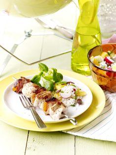 Een overheerlijke kipspiesjes met abrikoos en rijstsalade, die maak je met dit recept. Smakelijk!