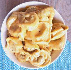 This Creamy Mac and Cheese Tortellini is an excellent recipe for you cheesy pasta lovers out there! Velveeta Mac And Cheese, Creamy Mac And Cheese, Macaroni And Cheese, Cheese Tortellini Recipes, Food And Drink, Foods, Lifestyle, Ethnic Recipes, Recipes