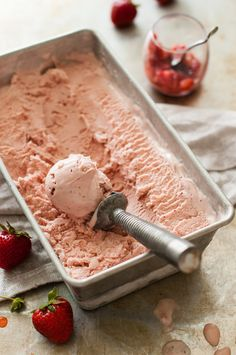 This Balsamic Roasted Strawberry Mascarpone Ice Cream combines rich, luscious mascarpone cheese with tangy balsamic and sweet, roasted strawberries. Frozen Desserts, Frozen Treats, Just Desserts, Strawberry Balsamic, Strawberry Ice Cream, Homemade Pie, Homemade Ice Cream, Mascarpone Ice Cream, Mascarpone Cheese