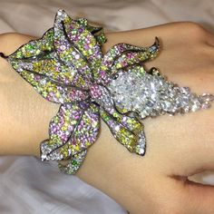 annahu_hautejoaillerieShinny orchid in motion #annahuhautejoaillerie #style#jewelry