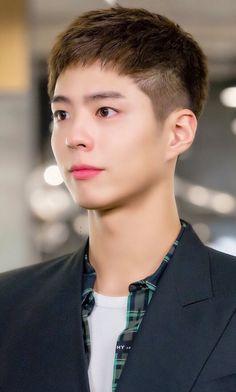 Medium Hair Cuts, Medium Hair Styles, Asian Actors, Korean Actors, Park Bo Gum Cute, Kdrama, Park Bo Gum Wallpaper, Park Go Bum, Korean Short Hair