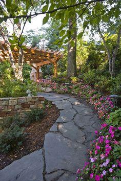 Shade garden with flagstones garden paths дизайн сада, сад, Path Design, Landscape Design, Garden Design, Fence Design, Design Ideas, India Landscape, Cabin Design, Garden Images, Traditional Landscape