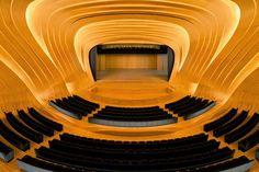 Zaha Hadid'in Heydar Aliyev Merkezi 2014 yılın tasarım ödülünü aldı!