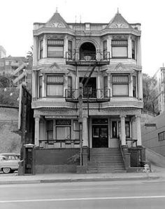 William Reagh photo of los angeles Los Angeles Apartments, Los Angeles Homes, Downtown Los Angeles, Bunker Hill Los Angeles, California History, Southern California, Los Angeles Neighborhoods, Hollywood Homes, Cities