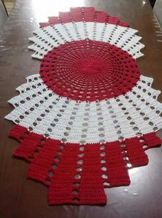Crochet doily, set of handmade woolen house decoration Crochet Placemats, Crochet Table Runner, Lace Table Runners, Filet Crochet, Crochet Motif, Crochet Stitches, Crochet Patterns, Diy Crafts Crochet, Crochet Home