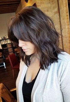 50 beste mittellange Frisuren für dünnes (und extrem feines) Haar- 50 Mittlere… 50 best medium length hairstyles for thin (and extremely fine) hair 50 medium shoulder length hairstyles for women with female baldness on the crown of the head # thin Medium Long Hair, Medium Hair Styles, Curly Hair Styles, Medium Length Hair With Layers And Side Bangs, Long Curly, Fine Hair Styles For Women, Fringes For Long Hair, Long Hair Fringe, Brown Hair With Fringe