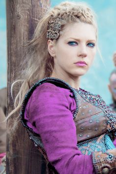 Lagertha - Katheryn Winnick - love the celitc hair clips going on here (they were cloak clasps)