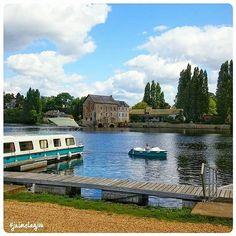 La photo #jaimelanjou du jour : le charmant village de Grez-Neuville au bord de la Mayenne par @rod_anjou