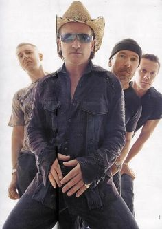 love you BONO!! Adam Clayton, U2 Music, Sound Of Music, Great Bands, Cool Bands, The Edge U2, U2 Band, Dublin, Achtung Baby