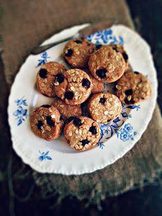 sweetsugarbean: Saskatoon Berry Spelt & Honey Scones