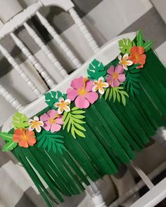 Aloha Hawaiano primer cumpleaños tema trona falda falda Aloha Hawaiian first birthday theme highchair skirt banner Hawaiian Birthday, Flamingo Birthday, Luau Birthday, Birthday Parties, Moana Birthday Party Ideas, Hawaiian Parties, Hawaiian Luau, Hawaiian Skirt, Birthday Chair