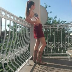 Good morning from Slovakia! Look at this leather python western boots 🐍 Red Shoe Boots, Red Shoes, Western Shoes, Western Cowboy, Vintage Fashion 90s, Gypsy Boots, Hipster Grunge, Shoe Brands, Python