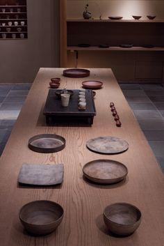 """pragmata-gallery: """" panorama-index: """" 西川聡さんの個展が銀座日々で始まりました。詳細はこちら。 """" Beautiful exhibition of Nishikawa Satoshi ceramics at Nichi Nichi gallery, 2013/10/4-9 """""""