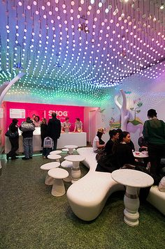 Snog Frozen Yogurt Store. Such an awesome design, so fresh and modern!