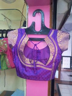 blouse designs instead of opting for the normal done-to-death blouse back necks with borders try something fresh and fabulous, Skim through this list of trendy blouse back nek designs w Brocade Blouse Designs, New Saree Blouse Designs, Patch Work Blouse Designs, Simple Blouse Designs, Stylish Blouse Design, Blouse Back Neck Designs, Designer Blouse Patterns, Simple Blouse Pattern, Sari Blouse
