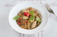 Kananpojan limebroileria ja spagettia