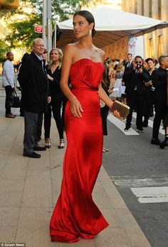 A vision in red @Nonoo_NY: Alessandra showed off her bare shoulders in a floor-length sweetheart cut. Available @ette_online #welovesdresses #redhott