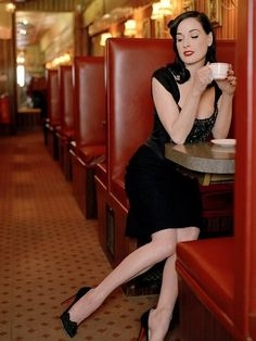 ImageFind images and videos about Dita von Teese, burlesque and day on We Heart It - the app to get lost in what you love. Top Models, Chemisches Peeling, Mode Pin Up, Dita Von Teese Style, Dita Von Tease, Estilo Pin Up, Coffee Girl, Sexy Coffee, Coffee Lovers