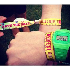 How fab are these festival wedding themed save the date wrist bands. These are such a cool idea for music loving couples looking to add that festival vibe to their wedding invitations. Find more unique ideas! Festival Themed Party, Music Themed Parties, Festival Wedding, Festival Style, Festival Fashion, Quirky Wedding, Wedding Music, Unique Save The Dates, Festival Flyer