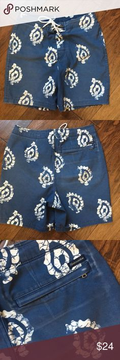Abercrombie Men's Swim Trunks 26 These AF swim trunks are a size 26 but are missing tag.  My son removes tags since they scratch him.   Worn a few times.  No rips or tears but a little fading around pocket.  See picture. Abercrombie & Fitch Swim Swim Trunks