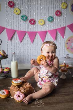 Donut Cake Smash! Girl cake smash. 1st birthday. First birthday. Donuts. Donut birthday. Donut Grow. Up. Birthday photoshoot. Donut cake smash photoshoot. Cake smash photo session.