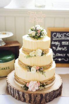 nice 65 Simple Rustic Winter Wedding Cakes Ideas https://viscawedding.com/2017/10/27/65-simple-rustic-winter-wedding-cakes-ideas/