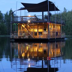 Elokuun yötä #finland #sauna #summer #night #saunaboat #floatingsauna Floating House, Floating Island, Portable Sauna, Floating Architecture, Finnish Sauna, World Cities, Helsinki, Relax, Houseboats