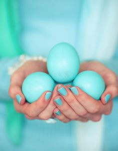 aqua Easter eggs for you. Pierre Turquoise, Bleu Turquoise, Shades Of Turquoise, Aqua Blue, Shades Of Blue, Purple, Yellow, Turquoise Cottage, Verde Tiffany