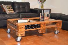 mesa de centro con ruedas hecha con pallet reciclado