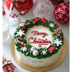 Goat Cheese Cake with Hazelnut, Easy and Cheap - Clean Eating Snacks Christmas Themed Cake, Christmas Cake Designs, Christmas Cake Decorations, Christmas Cupcakes, Christmas Sweets, Holiday Cakes, Christmas Goodies, Holiday Baking, Christmas Desserts
