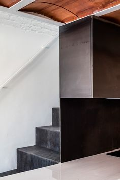 RÄS studio used rediscovered attic space for a new mezzanine floor in la Domenique apartment remodel Mezzanine Floor, Journal Du Design, Attic Spaces, Minimalist Interior, Contemporary Architecture, Studio, Stairs, Loft, Flooring
