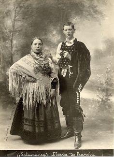 Sierra de Francia, Salamanca Circus Costume, Folk Costume, Vintage Costume Jewelry, Vintage Costumes, Old Photos, Vintage Photos, Venetian Costumes, Old Photography, Extraordinary People