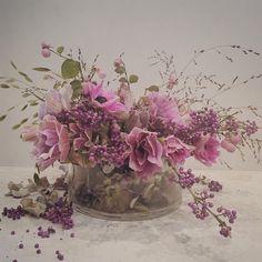 Catherine Muller Flower School 16.11.15 Flower Designs, Flower Ideas, Gum Paste Flowers, Flower Basket, Garden Styles, Flower Arrangements, Beautiful Flowers, Glass Vase, Floral Design