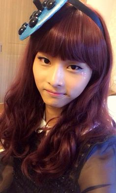 Sad moment when a boy, dressed as a girl, looks prettier than me, a girl. (Hotel King: Ep 15; N Twitter)
