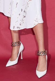 Ted Shoes, Runway Shoes, Shoe Boots, Shoe Bag, Stiletto Shoes, Fashion Show, Fashion Trends, Metal Chain, Kitten Heels