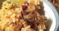 さつま芋は切らずにそのまま炊飯器へポン!芋から溶け出るデンプンの効果で、モチモチとおこわのような仕上がりです。
