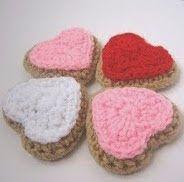 http://translate.google.es/translate?hl=es&sl=en&u=http://crochetnplay.blogspot.com/2010/02/free-crochet-pattern-for-heart-shaped.html&prev=search