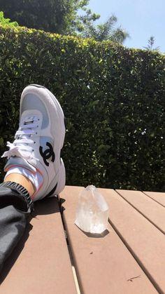 Secrets Of Sneaker Shopping – Sneakers UK Store Applis Photo, Fake Photo, Creative Instagram Stories, Instagram Story Ideas, Tumblr Photography, Girl Photography Poses, Cool Girl Pictures, Girl Photos, Mode Kylie Jenner