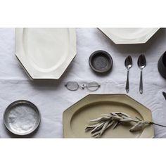いいね!266件、コメント4件 ― tsugu to cateさん(@tsugutocate)のInstagramアカウント: 「. 新しくお取り扱いが始まりました石川隆児さんより、たくさんの作品が届きました。 どうぞ店頭でお手にとってご覧くださいませ。 . . ○通信販売をご希望のお客様へ…」 Pottery, Plates, Tableware, Kitchen, Home Decor, Instagram, Ceramica, Licence Plates, Dishes