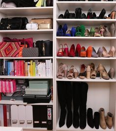 Show off your shoes in a BILLY bookcase like Michaela | Follow her at elastyle.at | live from IKEA FAMILY