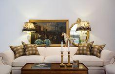 Soffa Howard med tillhörande kuddar och dekoration