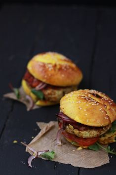 Indian burger of tomato chutney, curry chicken burger & red onion