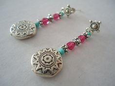 Boucles d'oreilles gypsy fait main avec des perles turquoise, argentées, fuschias et une breloque mexicaine argenté- Bijou hippie ethnique