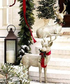 Christmas Decoration with Reindeer - http://www.decorazilla.com/christmas-ideas/christmas-decoration-with-reindeer.html