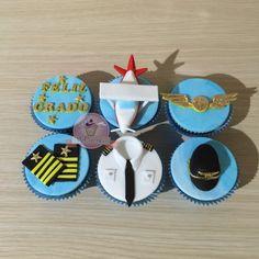 Cupcakes piloto. Cupcakes con mensaje. Cupcake avión Planes Cake, Planes Party, Airplane Party, Cakes For Men, Just Cakes, Fondant Cakes, Cupcake Cakes, Airplane Cupcakes, Cap Cake