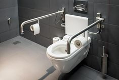27 Safe and Accessible Handicap Bathroom Design for Injured & Elderly - Modern Ada Bathroom, Bathroom Safety, Bathroom Photos, Best Bathroom Vanities, Modern Bathroom, Small Bathroom, Bathroom Ideas, Cozy Bathroom, Handicap Toilet
