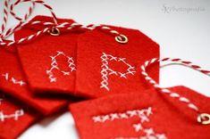 DIY: Geschenkanhänger aus Filz zum Weihnachtsfest selbermachen | Alles und Anderes Felt Christmas, Christmas Crafts, Christmas Garlands, Christmas Ideas, Card Tags, Cards, Do It Yourself Inspiration, Couture, Gift Wrapping