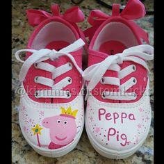 Peppa pig theme #kimmiescustomkicks  #kimberlys_creations #handpaintedshoes…
